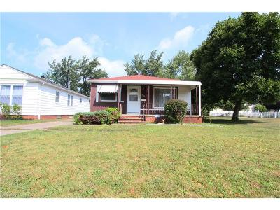 Parma Single Family Home For Sale: 7710 Dorothy Ave