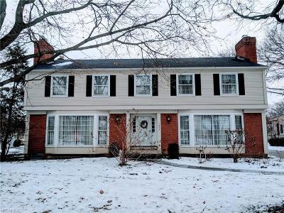 Lakewood Single Family Home For Sale: 1075 Kirtland Ln