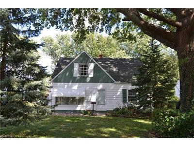 Parma Single Family Home For Sale: 6941 Greenleaf Ave