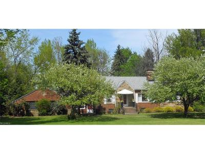Middleburg Heights Single Family Home For Sale: 13230 West Sprague Rd