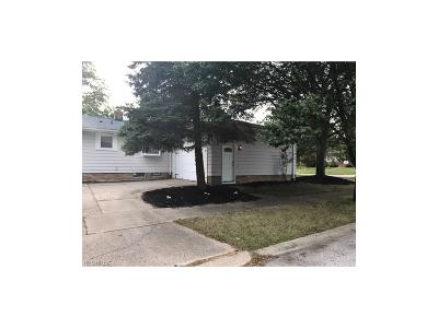 Maple Heights Single Family Home For Sale: 14014 Lisa Dr