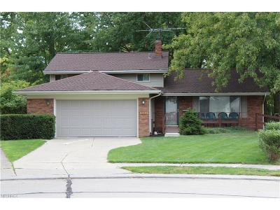 North Olmsted Single Family Home For Sale: 3475 Tree Ln
