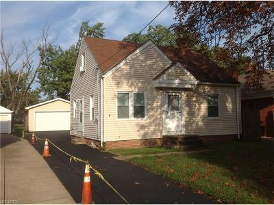 Mayfield Heights Single Family Home For Sale: 1324 Elmwood Rd