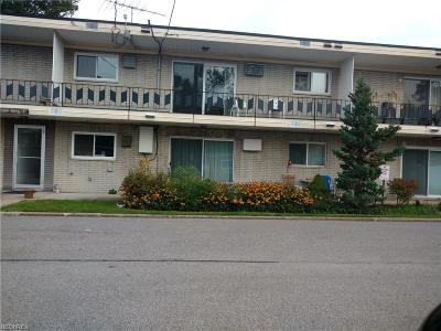 Mayfield Heights Condo/Townhouse For Sale: 1384 Golden Gate Blvd #D103