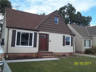 Parma Single Family Home For Sale: 1216 Parkleigh Dr