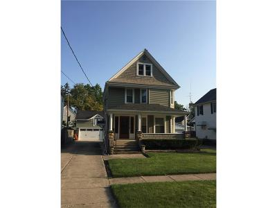 Elyria Single Family Home For Sale: 221 Wooster St