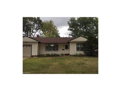 Parma Heights Single Family Home For Sale: 6929 Oakwood Rd