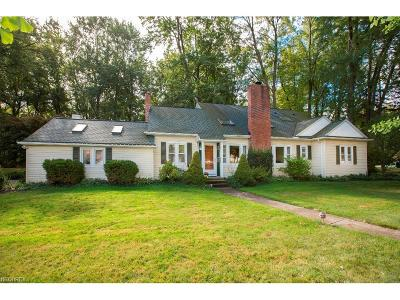 Olmsted Falls Single Family Home For Sale: 7733 Mapleway Dr