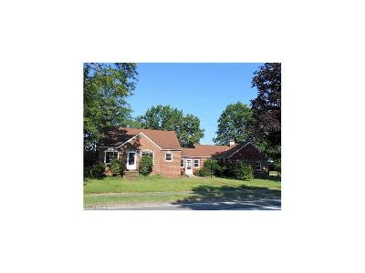 Middleburg Heights Single Family Home For Sale: 7248 Craigmere Dr