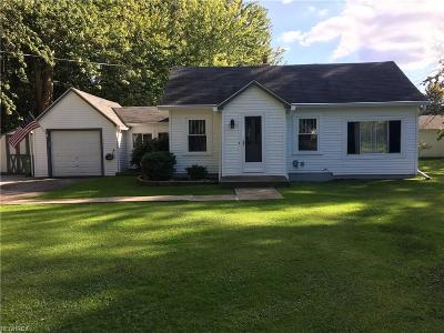 Mentor-On-The-Lake Single Family Home For Sale: 7826 Linden St