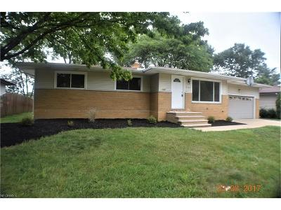 Middleburg Heights Single Family Home For Sale: 13366 Cherokee Trl