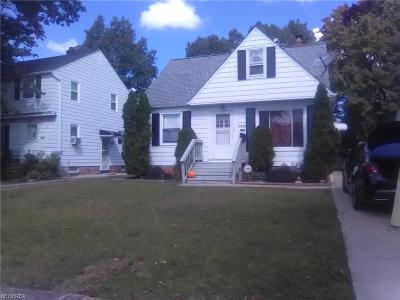 Parma Single Family Home For Sale: 8318 Oxford Dr