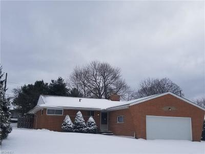 Parma Single Family Home For Sale: 7077 Arcadia Dr