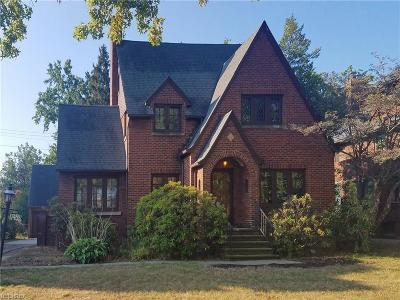 Lakewood Single Family Home For Sale: 17455 Lake Ave