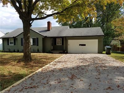 Olmsted Falls Single Family Home For Sale: 8925 Lindbergh Blvd