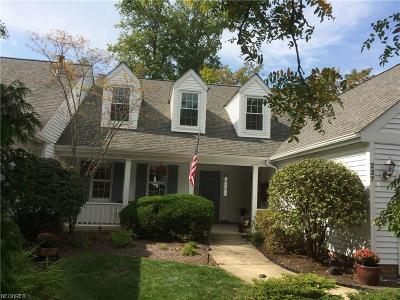 Chagrin Falls Condo/Townhouse For Sale: 237 Manor Brook Dr #H-19