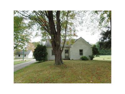 Chardon Single Family Home For Sale: 11765 Claridon Troy Rd