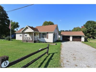 Licking County Single Family Home For Sale: 28 1st St Northeast