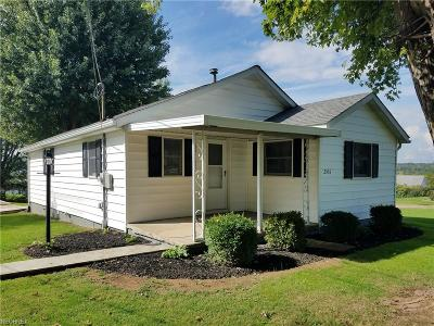 Zanesville Single Family Home For Sale: 2535 Shaw Rd