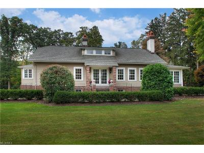 Brecksville, Broadview Heights Single Family Home For Sale: 6810 Farview Rd