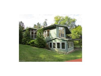 Chagrin Falls Single Family Home For Sale: 15511 Russell Rd