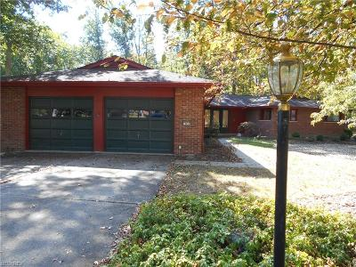 Strongsville Single Family Home For Sale: 19859 Idlewood Trl