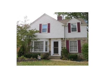 Lakewood Single Family Home For Sale: 1486 Parkwood Rd