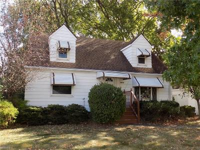 Parma Single Family Home For Sale: 6835 Commonwealth Blvd