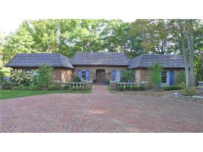 Chagrin Falls Single Family Home For Sale: 108 Hunting Trl