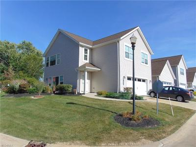 Willowick Condo/Townhouse For Sale: 146 Larimar Dr