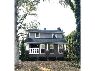 Youngstown Single Family Home For Sale: 2710 South Canfield Niles Rd