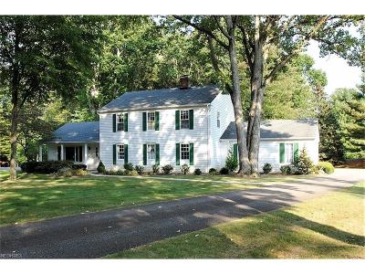 Chagrin Falls Single Family Home For Sale: 118 Countryside Dr