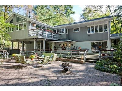 Chagrin Falls Single Family Home For Sale: 284 Monticello Dr