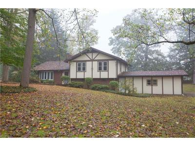 Middlefield Single Family Home For Sale: 15040 Crestwood Dr