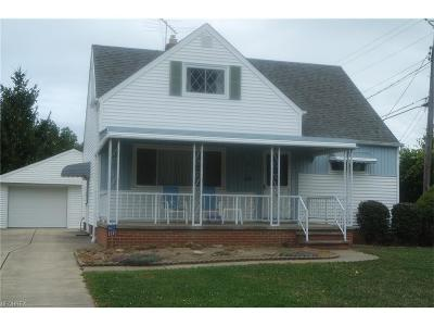 Wickliffe Single Family Home For Sale: 30109 Frank Dr