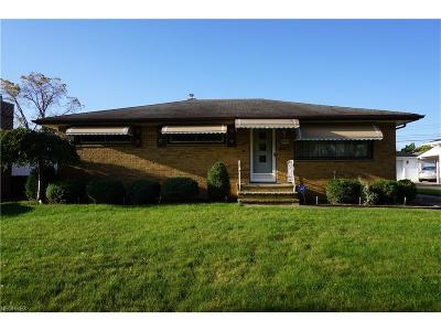 Parma Heights Single Family Home For Sale: 6874 Revere Rd