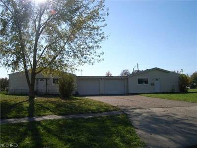Lorain County Single Family Home For Sale: 1558 East 33rd St
