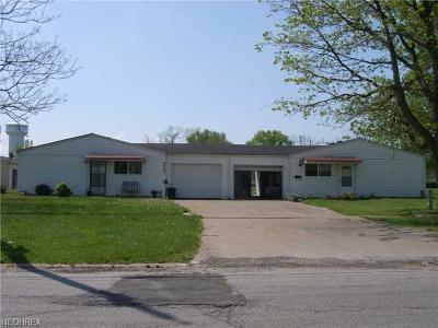 Lorain County Single Family Home For Sale: 1516 East 31st St