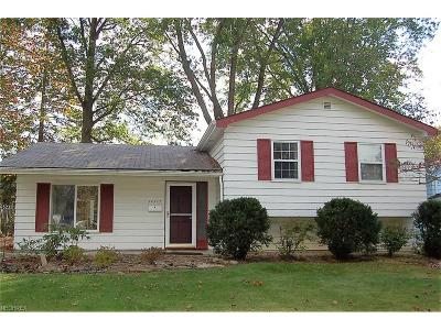 Olmsted Falls Single Family Home For Sale: 26523 Redwood Dr