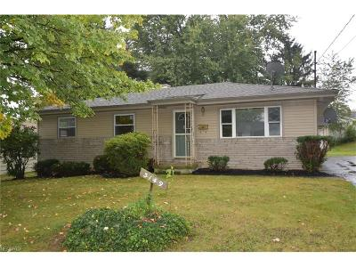 Youngstown Single Family Home For Sale: 3149 Sunnybrook Dr