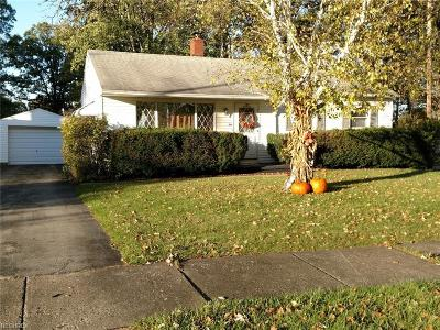 Youngstown Single Family Home For Sale: 3370 Quentin Dr