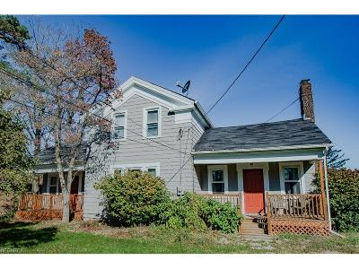 Strongsville OH Single Family Home For Sale: $140,000