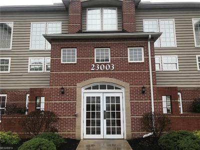 Olmsted Falls Condo/Townhouse For Sale: 23003 Chandlers Ln #106