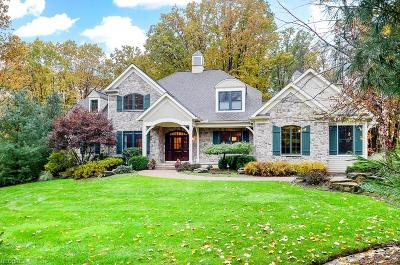 Geauga County Single Family Home For Sale: 106 Ashleigh Dr