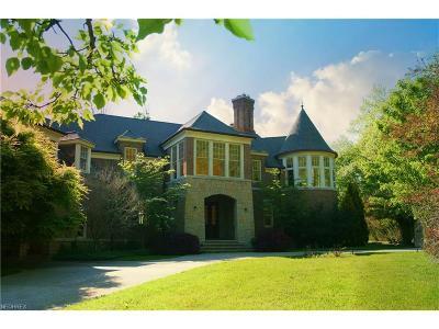 Bratenahl Single Family Home For Sale: 352 Bingham Ct