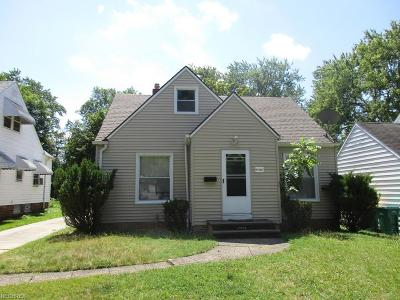 Maple Heights Single Family Home For Sale: 17500 Maple Heights Blvd