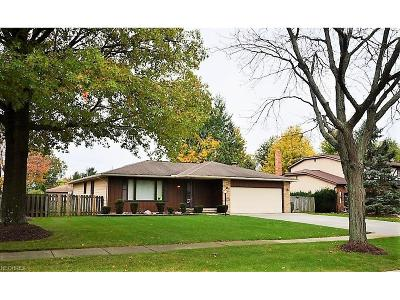Middleburg Heights Single Family Home For Sale: 14541 Revere Cir