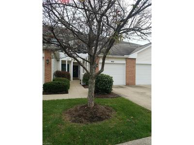 Middleburg Heights Condo/Townhouse For Sale: 15591 Foxglove Ln