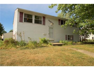 Eastlake Single Family Home For Sale: 36645 Lakehurst Dr