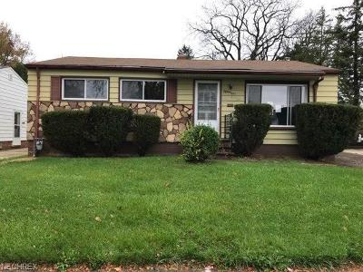 Maple Heights Single Family Home For Sale: 15041 Florence Dr